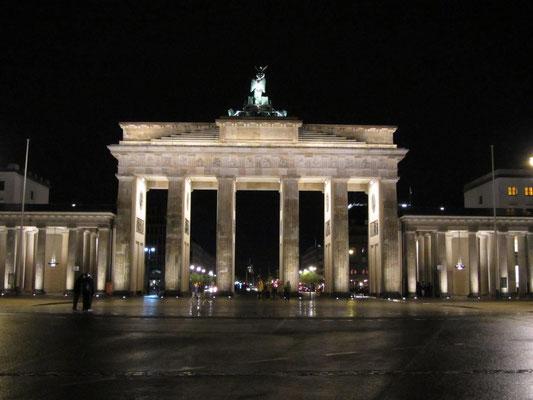 Brandenburger Tor bei Nacht bei der Klassenfahrt mit der G9b nach Berlin 2011.