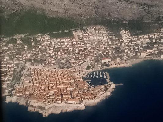 Altstadt von Dubrovnik beim Anflug von Norden auf den Flughafen.