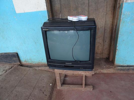 ... und der Fernseher.