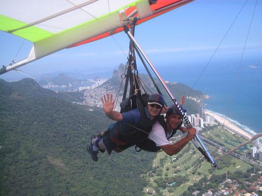 Tandem-Drachenfliegen in Sao Conrado, Rio de Janeiro 2006. Meiner Gastgeberin Prof. Sampaio und Ihrer Familie danke ich für herzliche Gastfreundlichkeit.