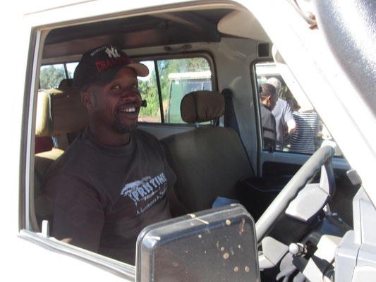 Bernhard L. Minja von Scenery Safari (http://scenerysafaris.com),  fuhr uns sicher, geschickt, zuverlässlich und immer zum richtigen Zeitpunkt an die besten Beobachtungsplätze.