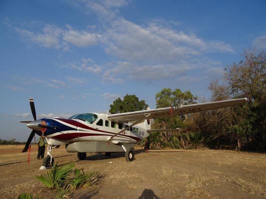 Dann ging es auf Safari: Wir nutzten dazu nationale Flüge mit kleinen Cessna Caravan 208B, die maximal 12 Passagiere transportieren.
