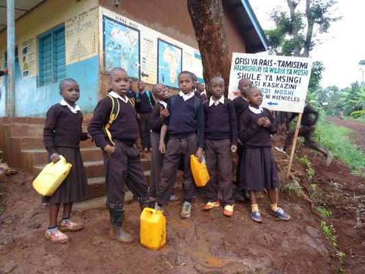 Besuch in einer Grundschule im Umfeld von Kishumundu.