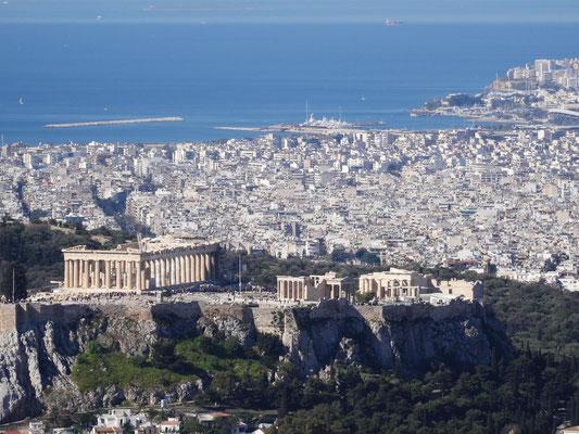 Blick auf die Akropolis vom Likavitoshügel, der höchsten Erhebung Athens.