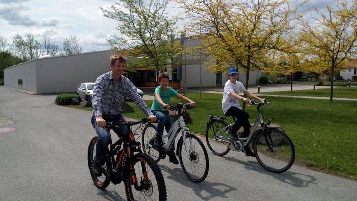 Dank den Unterstützern, Friesis bikery, Zweiradzentrum Neffe und Zweirad Laller für die Testräder