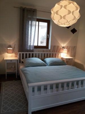 Stilvoll eingerichtetes Schlafzimmer