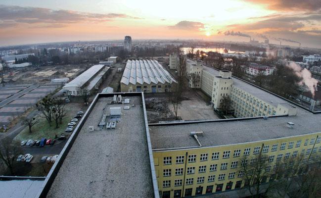 Blick von Kamera 1 über die Baufelder und das zu sanierende Bestandsgeäubde