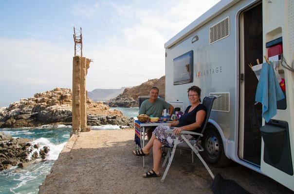 Unser Frühstücksplatz direkt am Meer