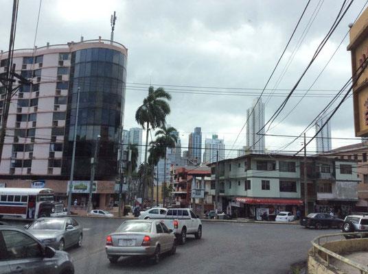 Wir fahren mehrmals durch Panama City