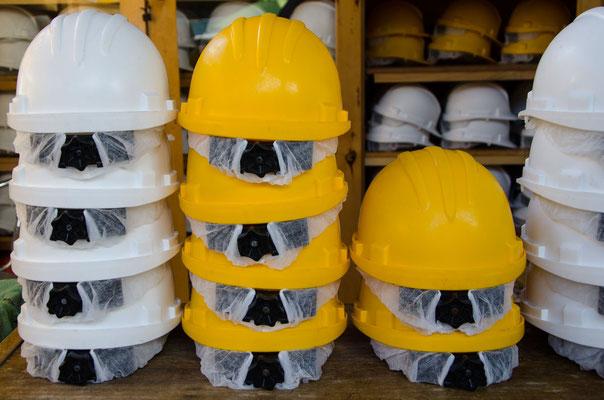 Zum Minenbesuch der obligatorische Helm