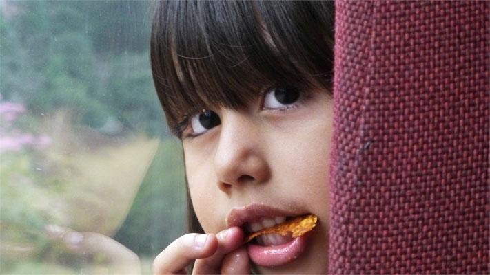 Kleine Mexikanerin im Zug