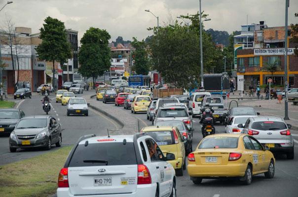 Bogota erstickt im Verkehr zunächst haben wir Glück und kommen gut durch diese Wahnsinns Stadt