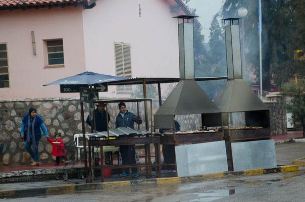 Asado gibt es auch bei schlechtem Wetter