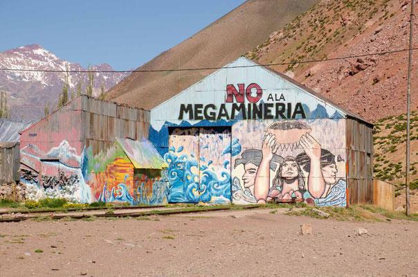 Schöner Protest gegen die Mega Mine