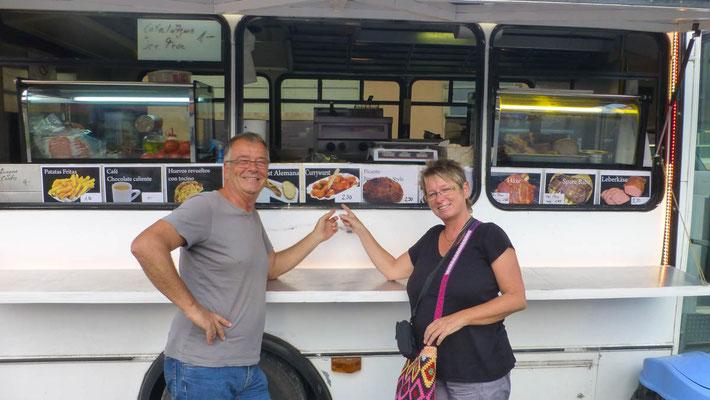 endlich mal wieder Currywurst mit Fritten und das in Panama!