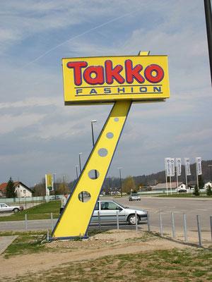 Werbeturm mit dekorativem Stahlbau