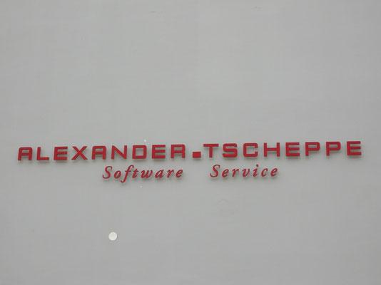 Forexbuchstaben mit Distanzhaltern auf VWS Fassade