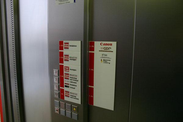 Montage im Aufzug