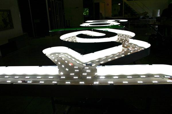 LED Ausleuchtung im Korpus