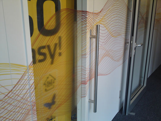 Fortlaufender Digitaldruck auf Wand & Türen III
