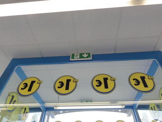 "Doppelseitig lesbare ""€ - Button"" im Digitaldruck"
