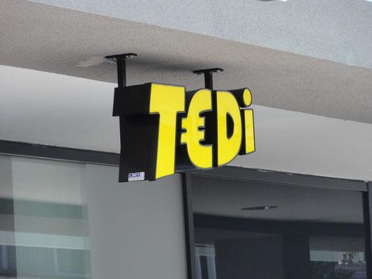 Deckenmontage von Einzelbuchstaben mit LED Ausleuchtung