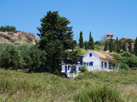 Das Ferienhaus zwischen Olivenbäumen am Meer