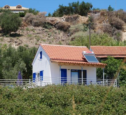 Gesamtansicht des Ferienhauses mit Veranda und Terrassen