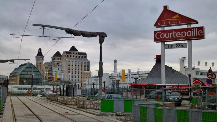 Tramway en travaux, stade Centre sportif Jules Ladoumègue, Pantin , Paris,  F,  P1030931