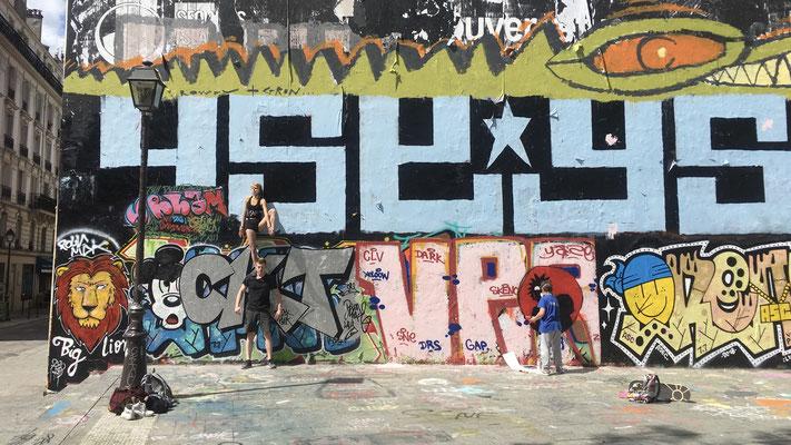 Grapheur, Equilibristes, Le Mur, Quai de Valmy, 75010 Paris, F,