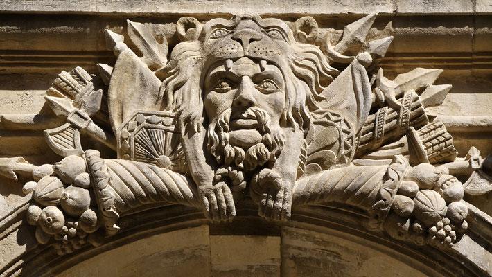 Bas relief, Cour style renaissance, 1551, Chateau de Suze-la-Rousse, 26790 Suze-la-Rousse, Drôme, F,