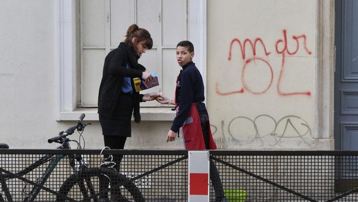 La punition du tagueur, rue Eugène Varlin,  Canal Saint Martin, 75010 Paris, F,
