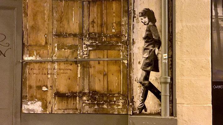 """En allant dîner au Galopin ! """"Après le silence des chaussons, le bruit des bottes"""" Max Frisch. Graph, rue Sainte Marthe, 75010 Paris, F,"""