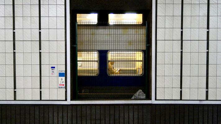 Voyageur, Station RER Invalides, 75007 Paris, F,