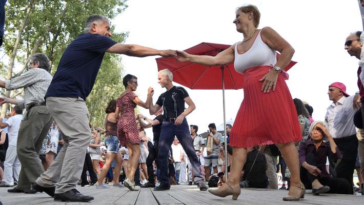 Danseurs, Paris-Plage, Canal de l' Ourq, 75019 Paris, F,