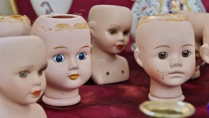 Têtes, poupons, Mannequins, brocante, rue Faidherbe, 75011 Paris, F,