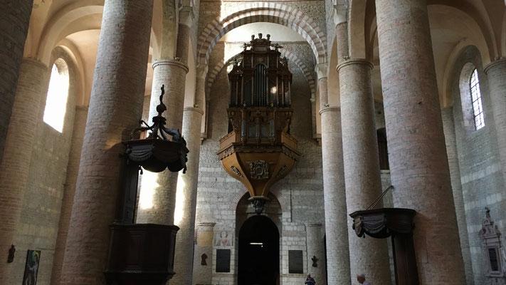 Orgue,  église abbatiale, abbaye de Tournus, Bourgogne, France