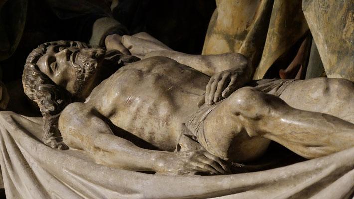 Mise au tombeau polychrome de la fin du xve siècle,Antoine Le Moiturier. Notre Dame de Semur en Auxois, Bourgogne, F,