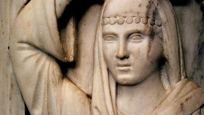 Bas relief, maison Acropole, Athènes, Gr, P1000233.JPG