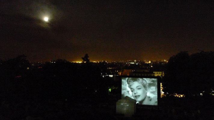 """Simone Signoret, """"Casque d'or"""", Cinéma plein air, Montmartre, Paris, F,  P1030273.JPG"""