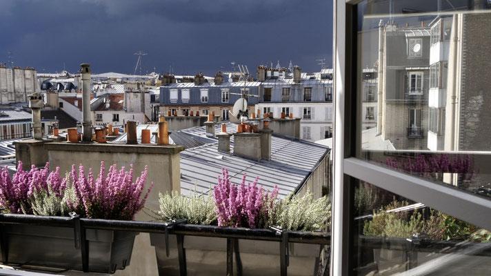 Vue, orage et bruyères en fleur,  13 rue Parodi, 75010 Paris, F,