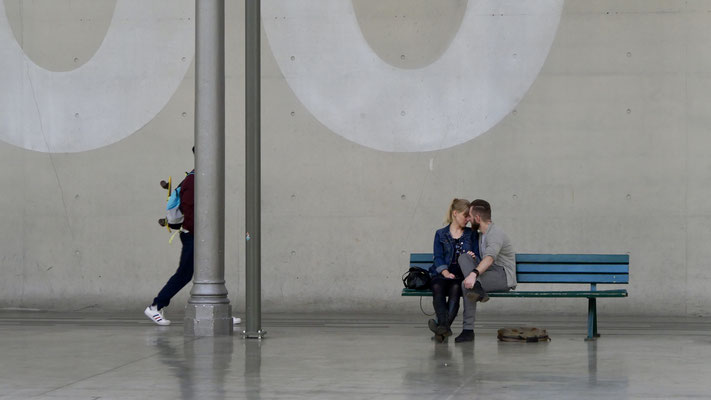 Couple, banc,  Le Centquatre,  75019 Paris, F,