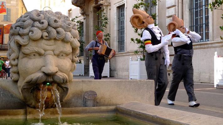 Clowns,  Fontaine de Carpentras, F,   P1110808.JPG.jpg