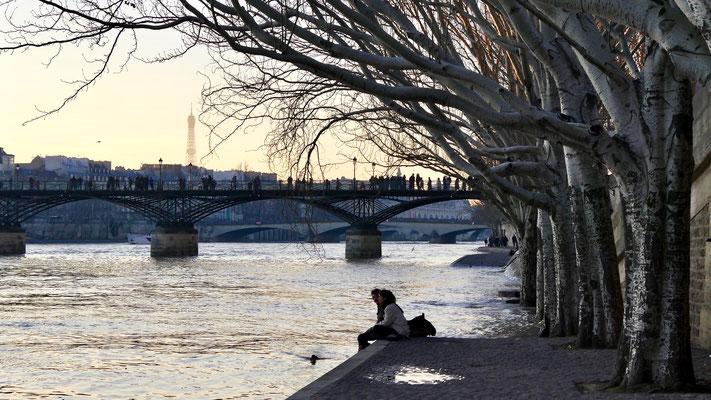 Couple, La Seine, Quai Francois Mitterrand, 75001 Paris, F,