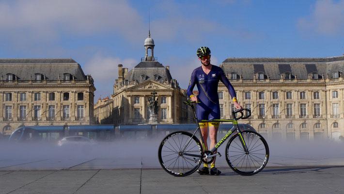 Cycliste, Bassin Miroir,  Bordeaux, F,