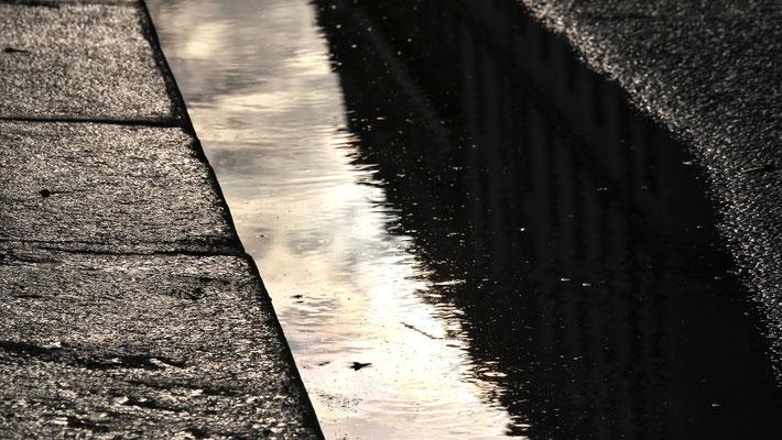 Caniveau, Canal Saint Martin,  75010 Paris, F, Hommage au centenaire de  Pierre Soulages.