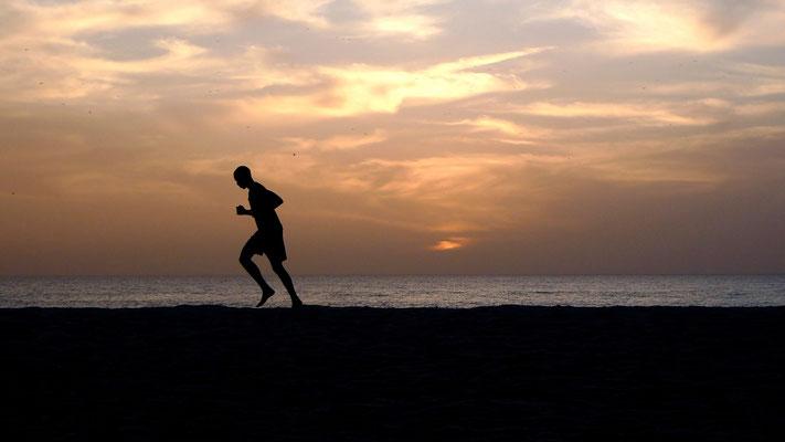 Coureur, sunset, La Somone, Sénégal, Sn,  P1050208.JPG.jpg