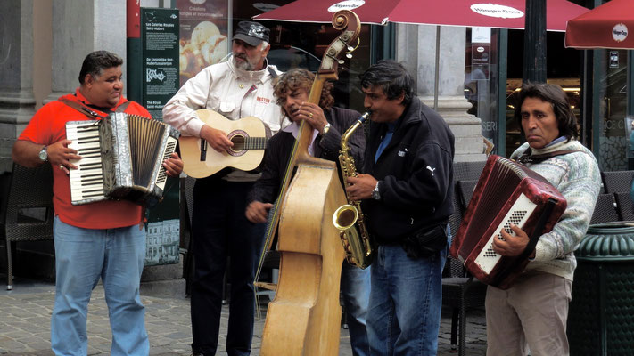 Gypsy band, Grand Place, Bruxelles, Belgique, Be,  P1010502.JPG (1).jpg