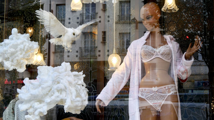 Mannequin à la Chouette, Chez Claverie Faubourg Saint Martin 75010 Paris.
