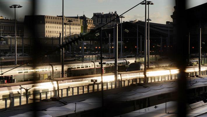 Trains, Gare du Nord, depuis le Boulevard de la Chapelle, 75018 Paris, F,
